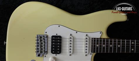 Suhr Classic S Antique, Vintage Yellow, Rosewood