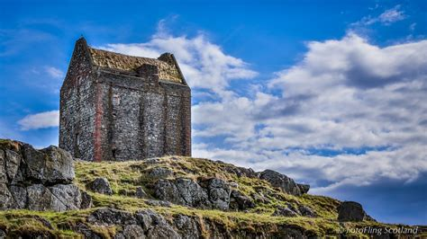 Smailholm tower - Castle in Scotland - Thousand Wonders