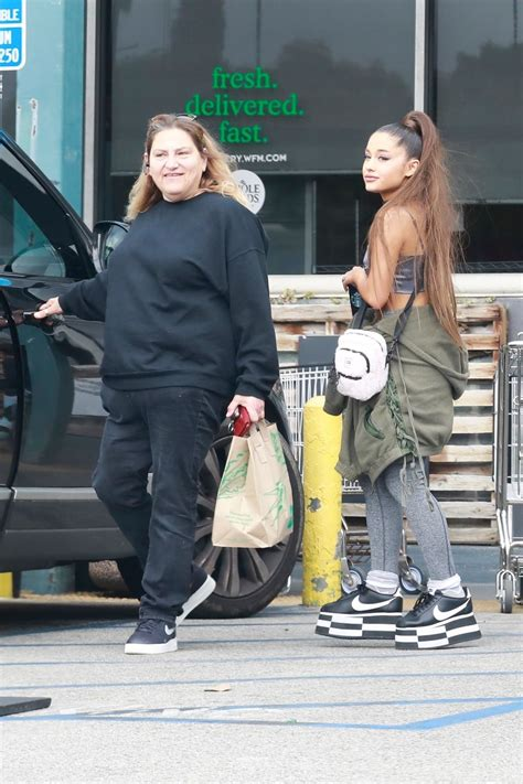 Ariana Grande - Grocery Shopping at Whole Foods in West