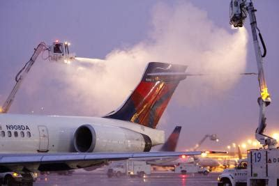 De-icing preps under way as snowstorm bears down on East