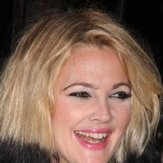 Drew Barrymore Pictures and Style: Celebrity Beauty and