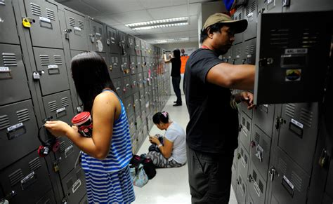 Philippines Overtakes India as Hub of Call Centers - The