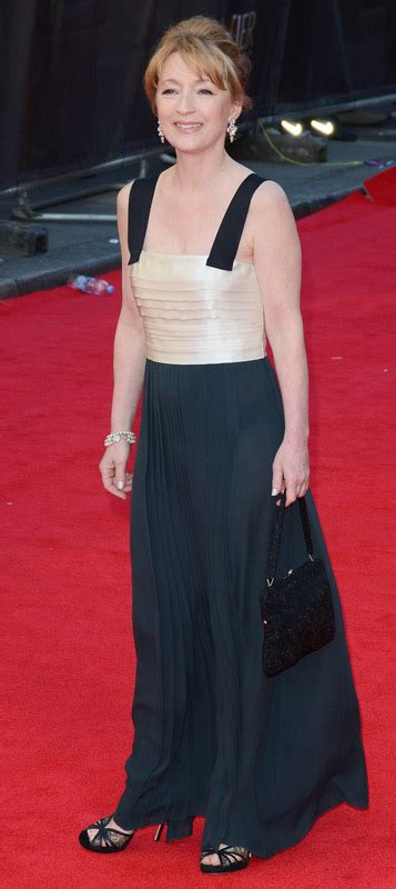 Lesley Manville Height