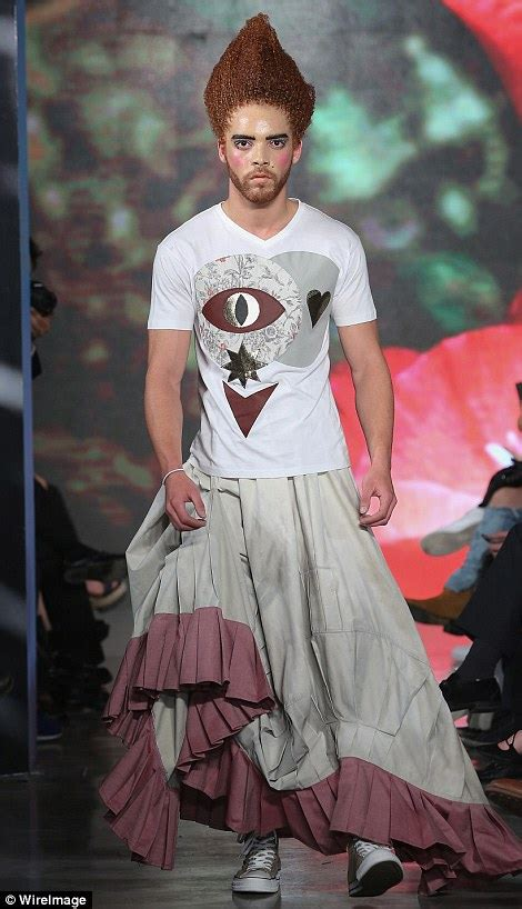 Mexican Fashion Week 2016 catwalk sees men AND women sport