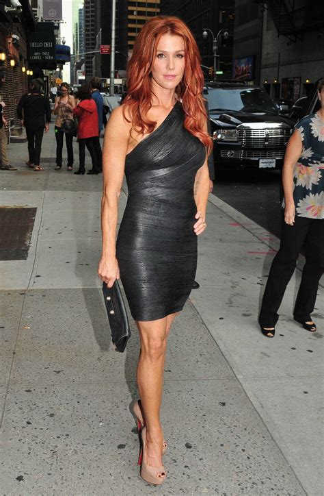 News Trend: Poppy Montgomery Looking Gourgeous Outside
